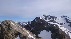 Au sommet de la Forqueta SE, vue sur les Posets tout à droite