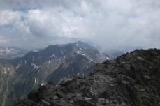 Du sommet du Lustou, vue sur l'arête Bachimale au loin et juste devant, l'arête entre l'Abeillé et les sommets de la Pez