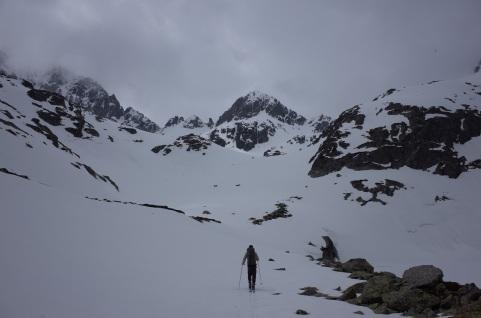 Col Noir à gauche, Passe de la Barane à droite (cachée)