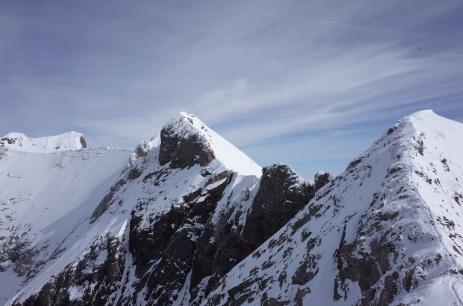 Montferrat, Tapou à droite, entre les deux, les deux Pointes Tapou (inf. et supp.)