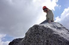 Samuel au sommet du bloc sommital du Grand Quayrat